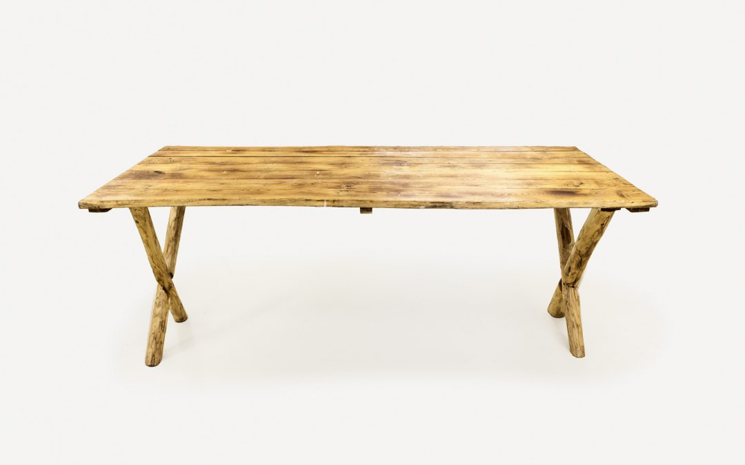 "Tavolo ""Naked"" in legno"